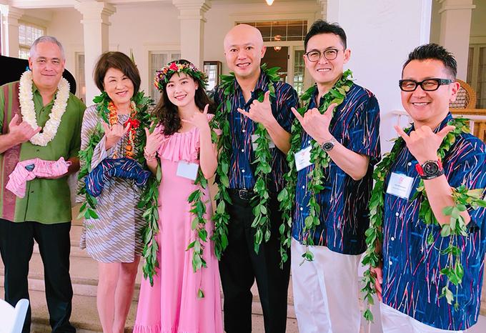 ハワイ州知事夫妻への贈呈(州知事主催レセプションにて)